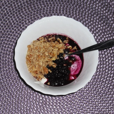Greek-yogurt-blueberries-maplesyrup-walnuts
